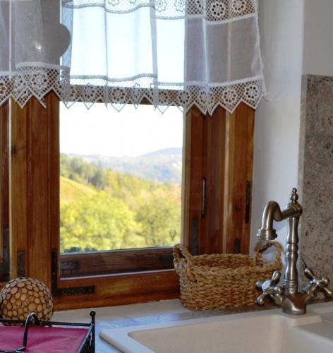 Küche mit herrlichem Ausblick in die Asüdsteirischen Weingärten aus dem Bürgerhaus am Knappenhof Eichberg