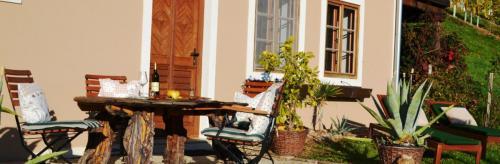 Ihr Sitz und Liegebereich mit Aussicht in die südsteirischen Weingärten am Knappenhof  Eichberg Südsteiermark