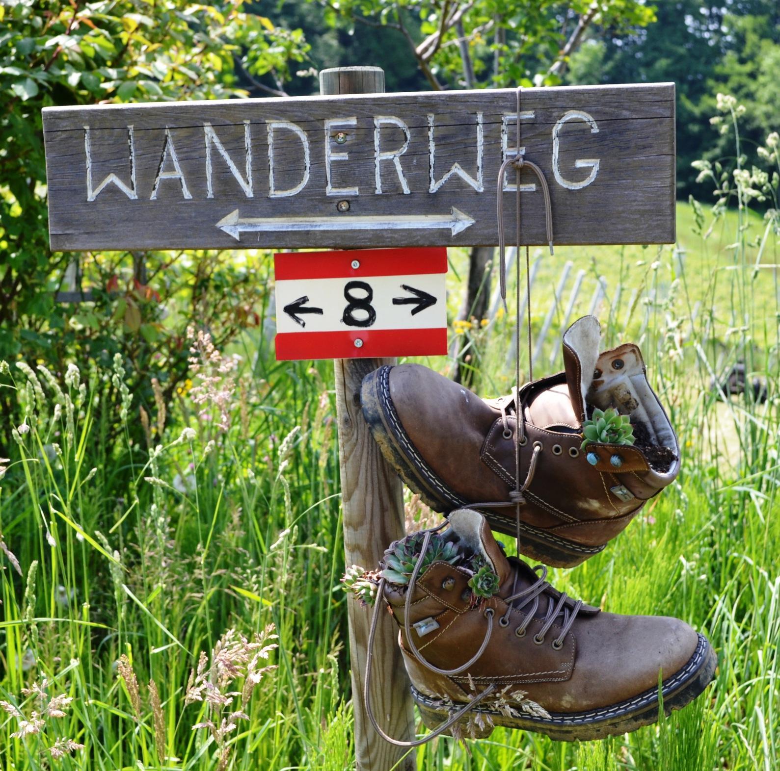 Direkt am Knappenhof Gamlitz in der Südsteiermark steigen Sie ein in den Wanderweg Nummer 8.