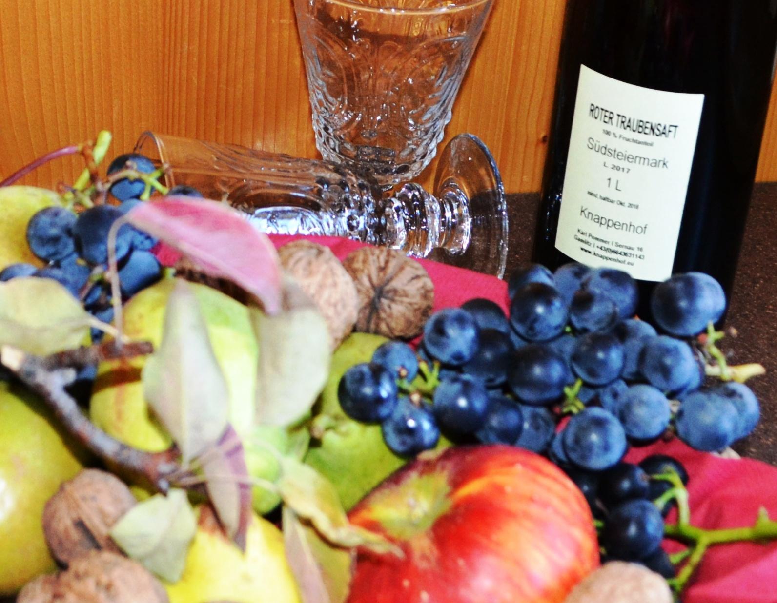 Genießen Sie die süßen  Früchte aus dem eigenen Garten und unseren herrlichen Traubensaft