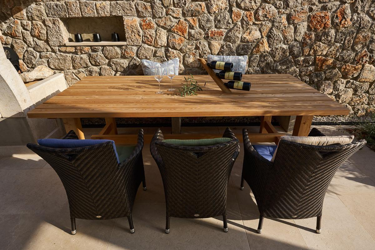 Tischgruppe-Aussen-mit-deko